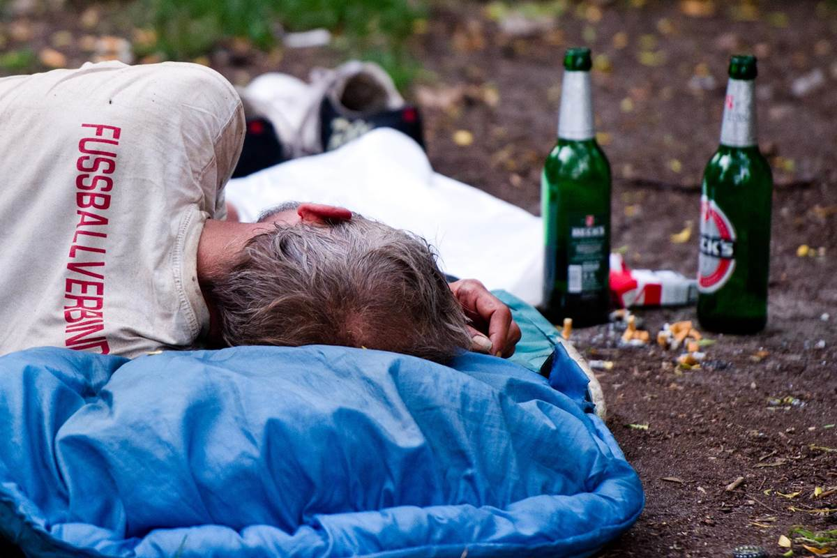 """""""Wet"""" Homeless Shelters Helping Homeless Drinkers get off the Streets"""